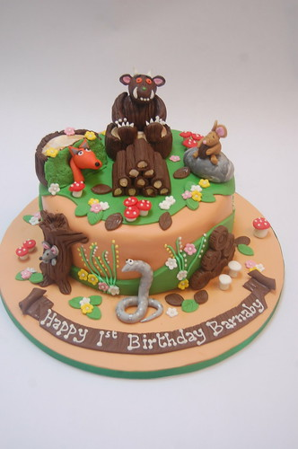 We've done this chappy before, but this is definitely our favourite version of him and his friends! The Gruffalo Log Cake - from £80.