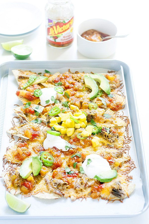 mango habanero sheet pan nachos