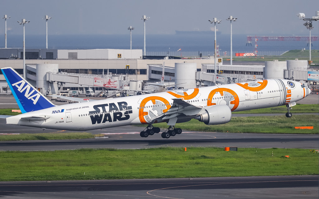 JA789A 全日空 Boeing 777-300ER STAR WARS BB-8 ANA JET