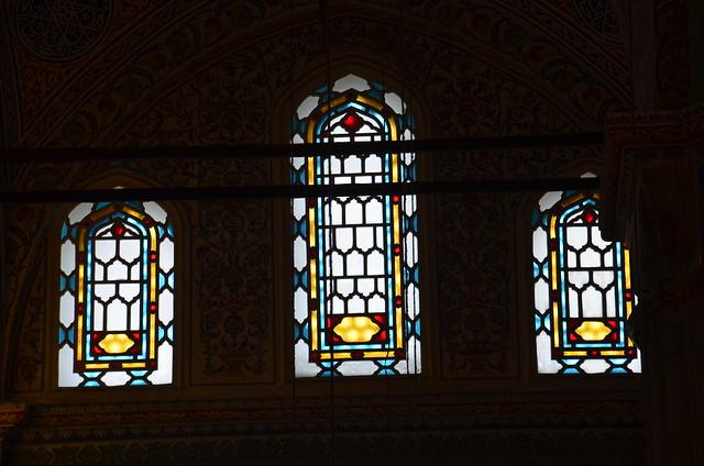 Die Fenster der blauen Moschee sind ohne figürliche Motive