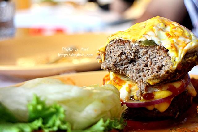 [台中]牛逼洋行–超級無敵厚的漢堡,真的無法一口咬下啊!@自立街 西區