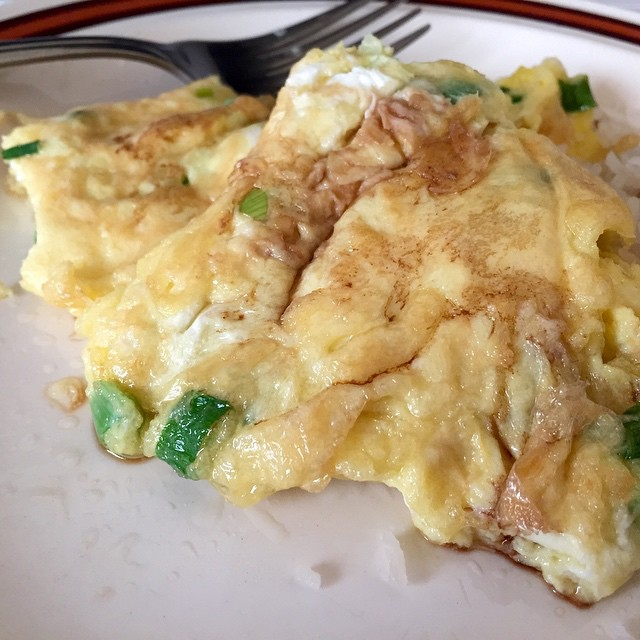 Breakfast: Thai fried omelet, or khai jiao. Needs to be cr… | Flickr
