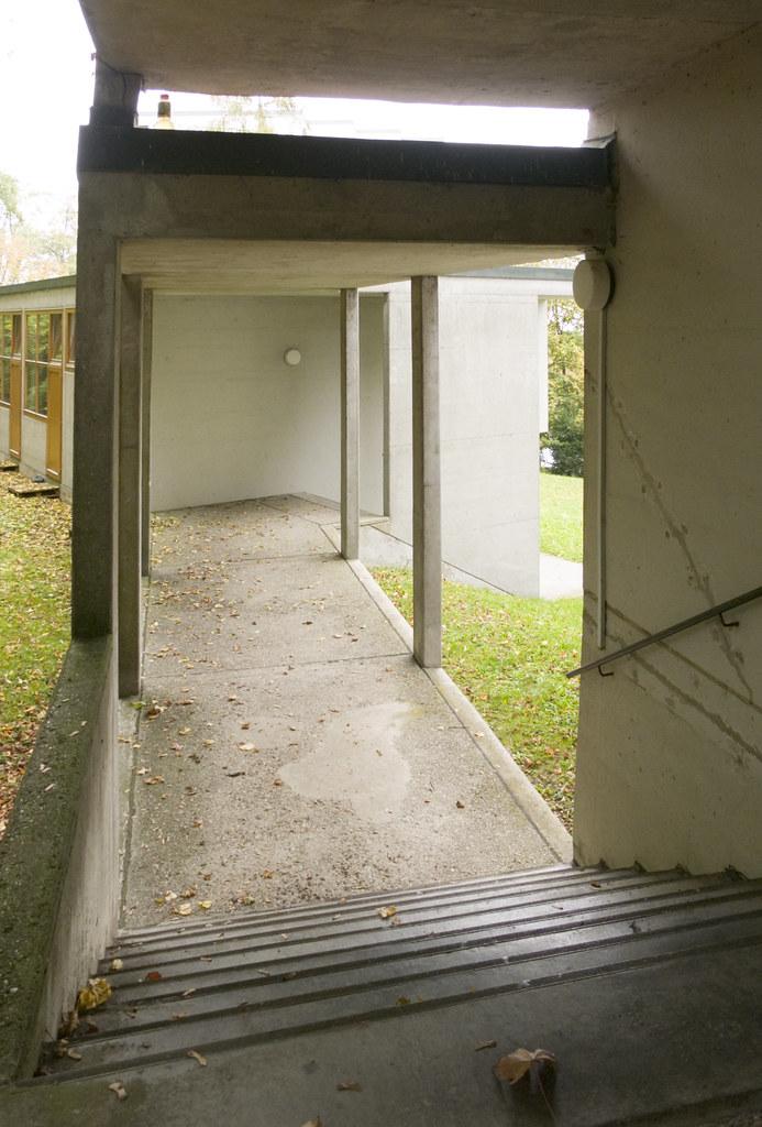 hochschule f r gestaltung ulm covered walkway michael dant flickr. Black Bedroom Furniture Sets. Home Design Ideas