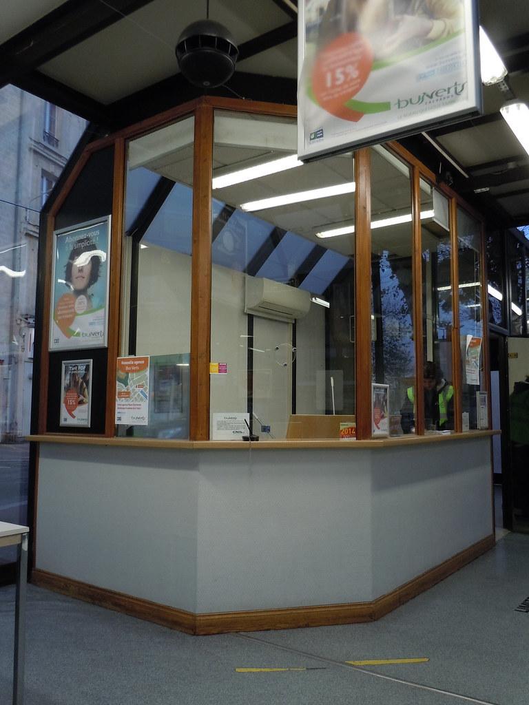 caisse kiosque info bus verts place courtonne caen flickr. Black Bedroom Furniture Sets. Home Design Ideas