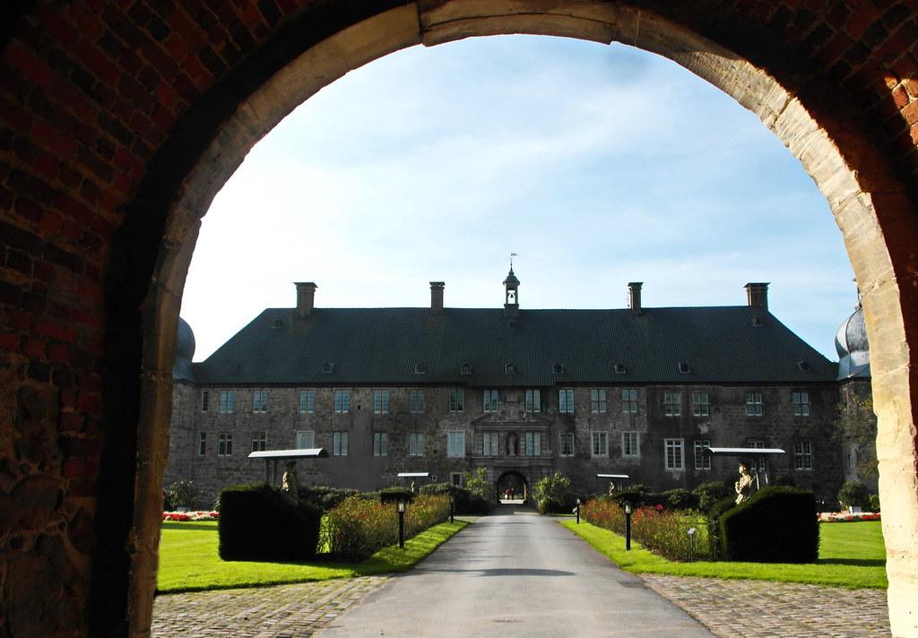 Schloss Lembeck ... | Wasserschloss Lembeck Wer sich dem Was… | Flickr