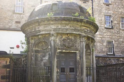 bloody mackenzie, bloody mackenzies tomb, lore podcast, lore, lore scotland, lore bloody mackenzie, edinburgh, scotland, visit, tourist, visit scotland, visit edinburgh, travel, edinburgh greyfriars, greyfriars, greyfriars bobby, greyfriars graveyard