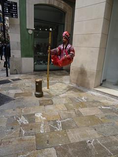 Estatua viviente levitando