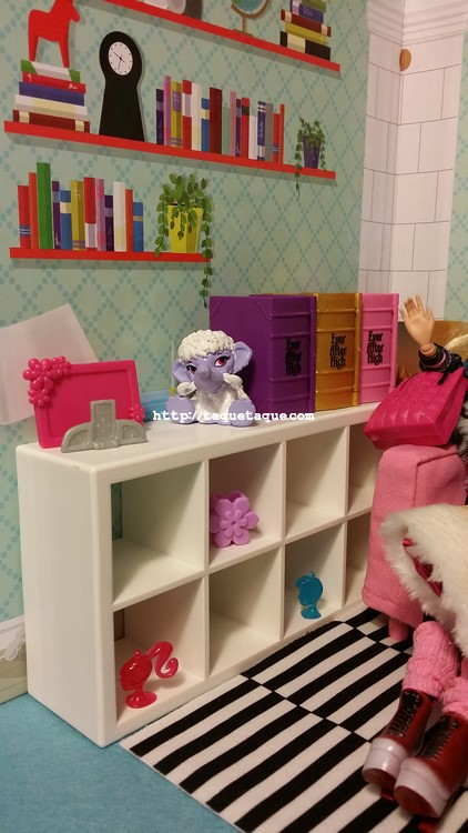 Barbies, MH Shiver, libros de Ever After High, muebles y casa de muñecas de IKEA