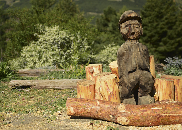 Decoración de madera de Aventura Polar en el Sur y sus trineos de perros en Granada