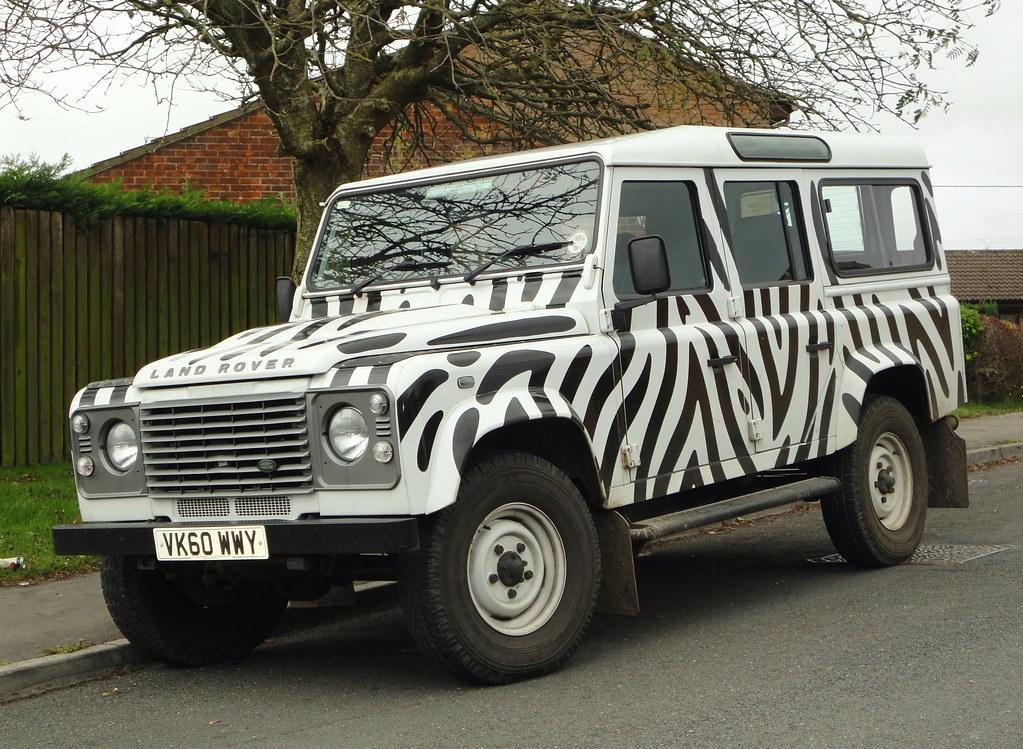 Land Rover Defender 110 >> 2010 LAND ROVER DEFENDER 110 TD | Longleat - Daktari paint j… | Flickr