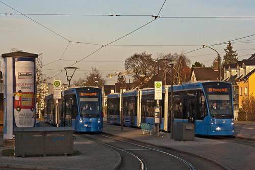 Avenio 2803 und 2805 an der St.-Veit-Straße