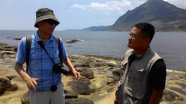 (左)地理學家─王鑫教授、(右)台灣海洋環境教育推廣協會秘書長郭兆偉。攝影:林倩如。