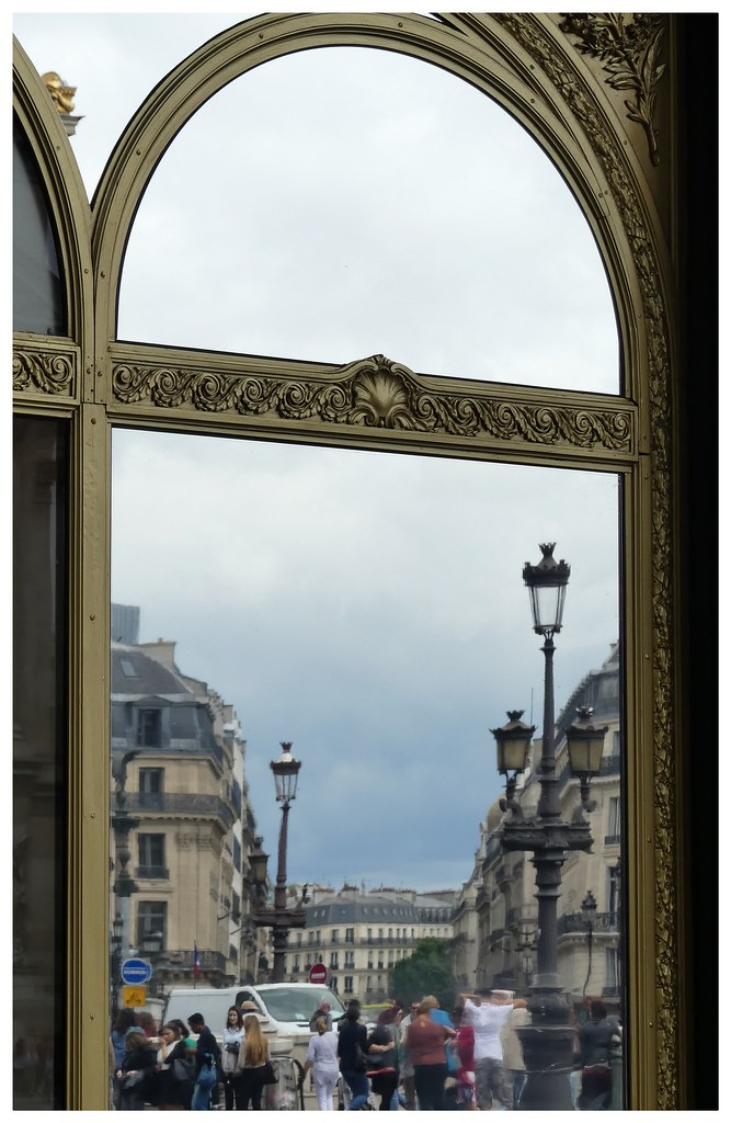 Place de l 39 op ra travers le miroir paris beatrice for A travers le miroir