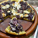 Yellow beet, goat's cheese and caper pizza