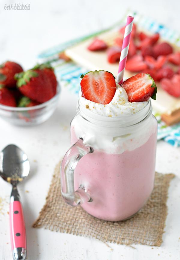 Strawberry Cheesecake Smoothie! bethcakes.com