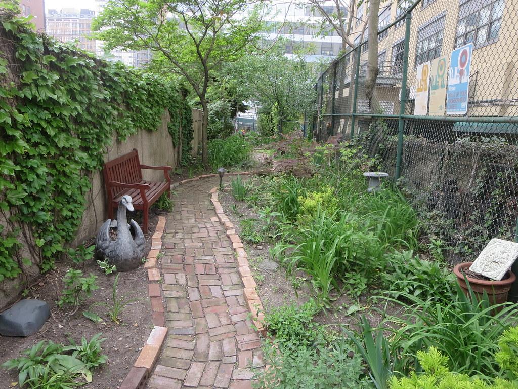 alice 39 s garden on west 34th street in new york city flickr. Black Bedroom Furniture Sets. Home Design Ideas
