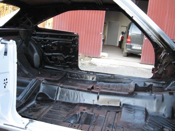 "MikkoV garage:  Charger SRT8 -70,  Manta A 2800S, Camaro RS -70 ""drift"", W212, Pontiac Tempest jne. 15978236857_32d348898f_o"