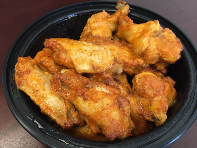 Hot wings - Escape From New York Pizza