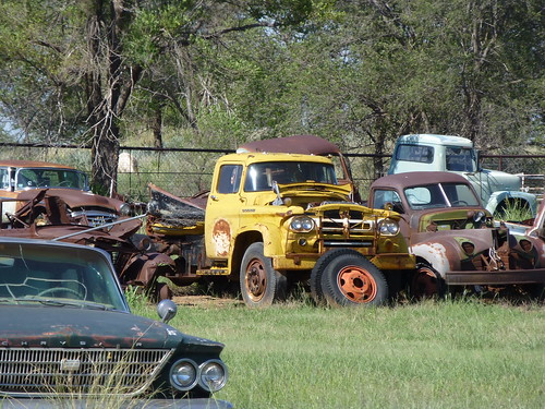 rusty cars on route 66