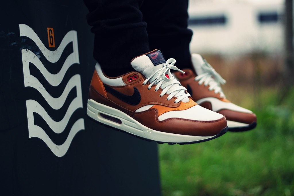 nike air max 1 escape qs
