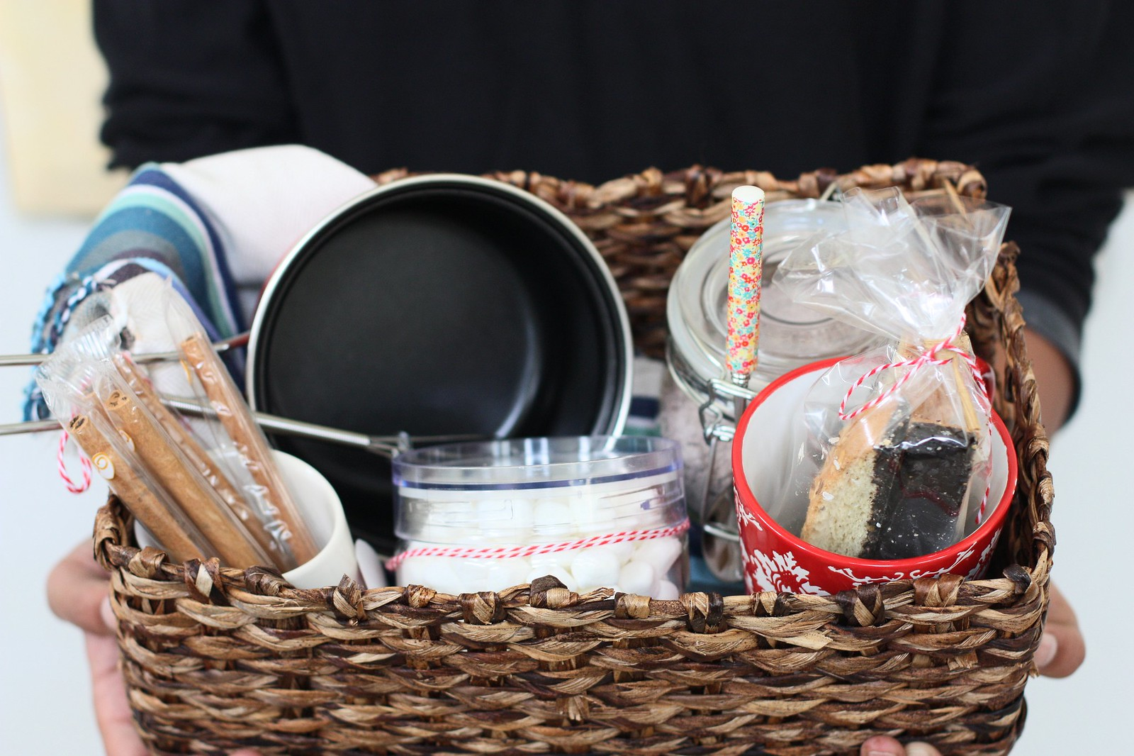 Hot Chocolate Gift Basket with recipe @foodfashionparty
