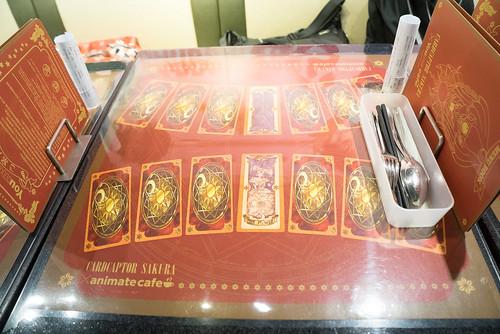桌上也是小櫻卡~ 每張置中的也不同, 薯的是the flower~