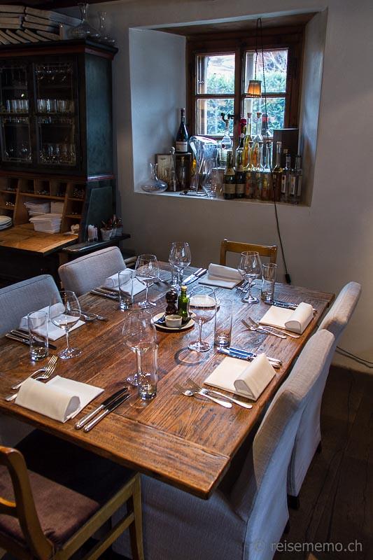 tisch bar 16 art restaurant tischgedeck und spirituosen. Black Bedroom Furniture Sets. Home Design Ideas