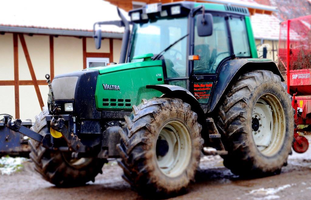 New Tractor Motors : Valtra tractor ecopower sisutronic engine