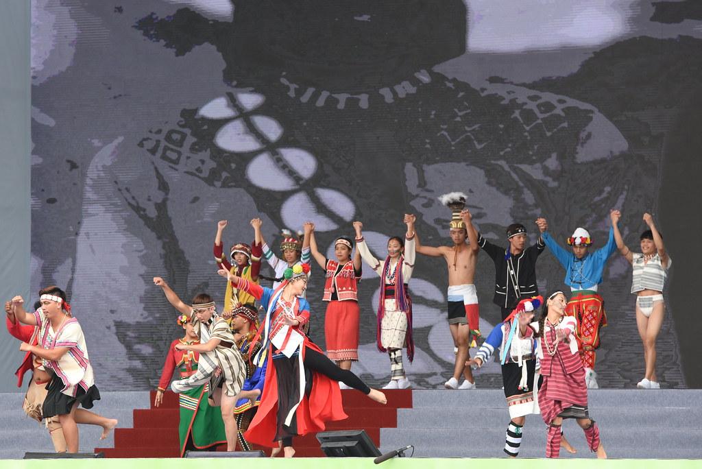 「台灣之光」呈現原住民形象複製刻板印象,事後受到各界批評。(攝影:宋小海)