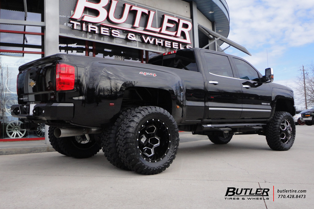 Chevy High Country White >> Chevy 3500 Dually with 22in XD Battalion Wheels ...
