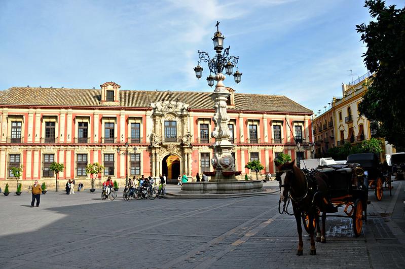 http://hojeconhecemos.blogspot.com.es/2015/11/plaza-virgen-de-los-reyes-sevilha.html