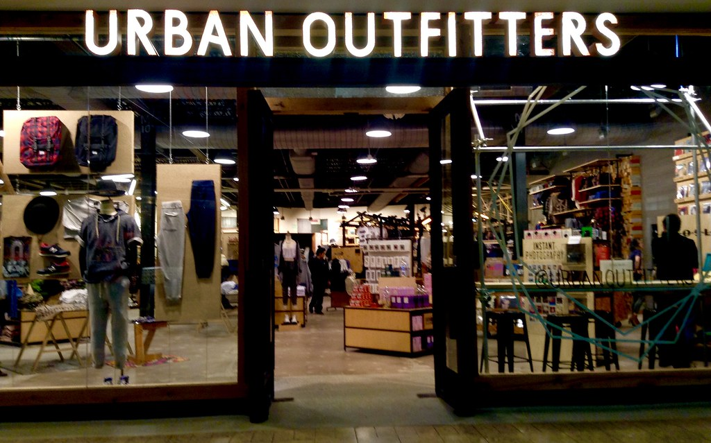 Urban outfitters urban outfitters 1 2015 by mike for Schaukelstuhl urban outfitters
