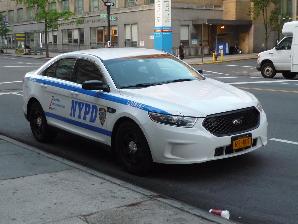 nypd ford taurus police interceptor one of many new pis. Black Bedroom Furniture Sets. Home Design Ideas