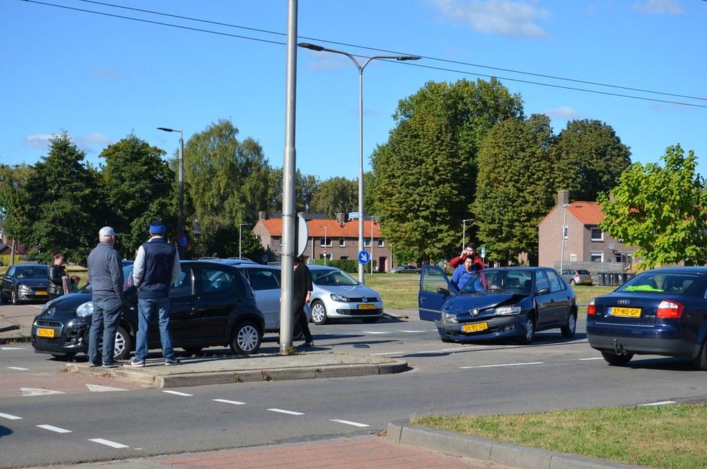 Weer een aanrijding kruising Koppelstraat Zeegsingel