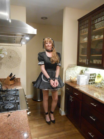 Gabriela portuguese profissional hooker does it with her client and his maid - 3 7