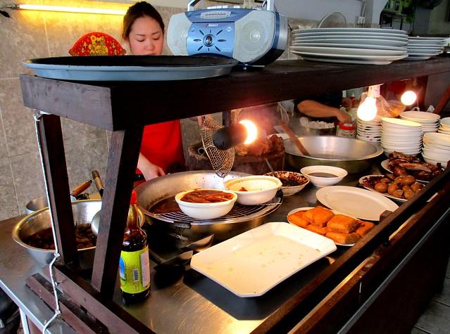 Wang Full kueh chap stall