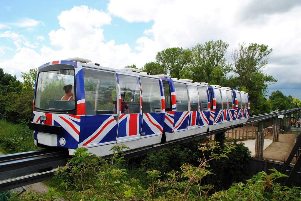 how to get to chester zoo by train