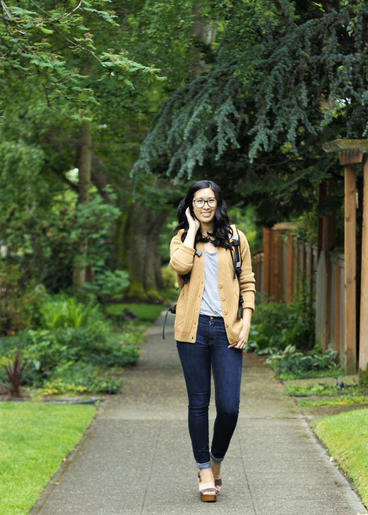 weekend away outfit: betabrand backpack musse & cloud clogs