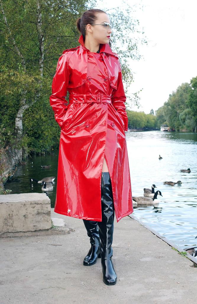Shiny Red PVC Trench Coat Spy Princess 09 | atomtetsuwan2002 | Flickr