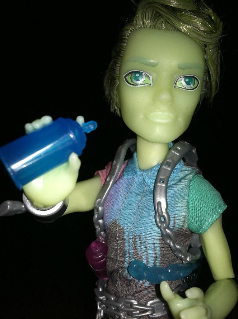 Spray Paint Monster High Doll