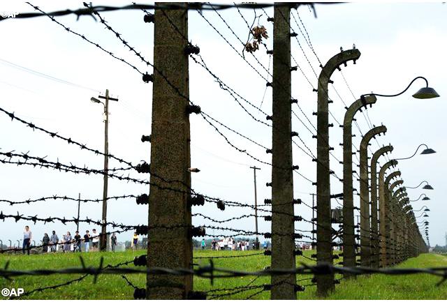 Đông Đảo Các Bạn Trẻ Viếng Thăm Trại Tập Trung ...