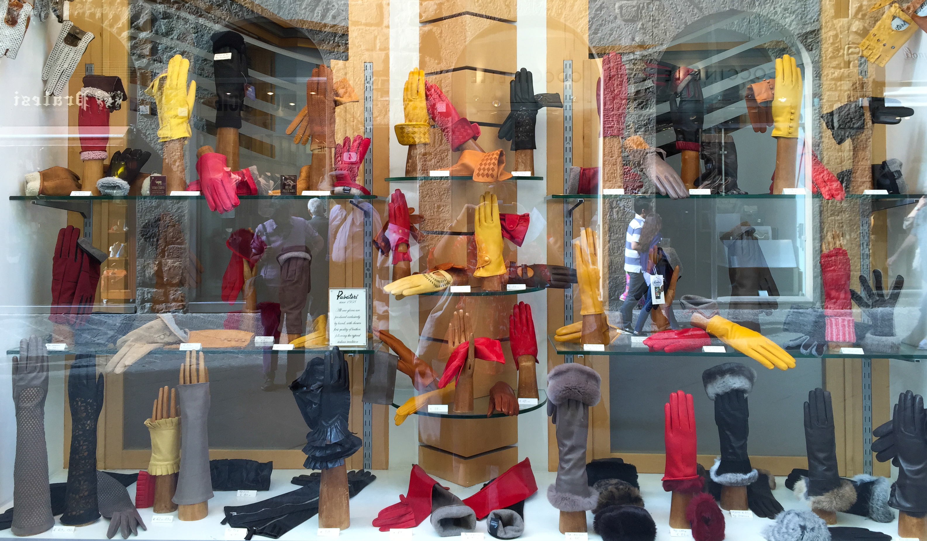 glove display