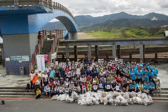 2016年9月10日 百人企業聯合淨灘  共撿拾400公斤人造垃圾
