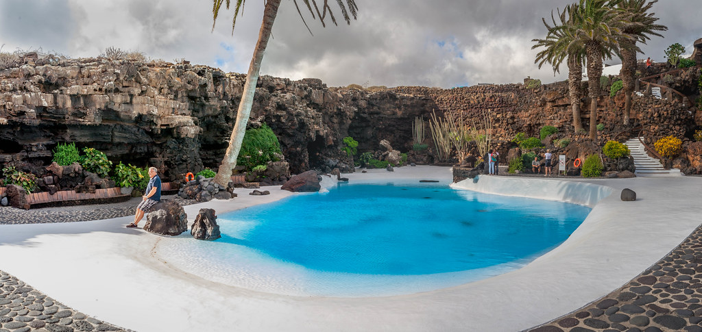Probably the best swimming pool in the world jameos for Nicest swimming pools