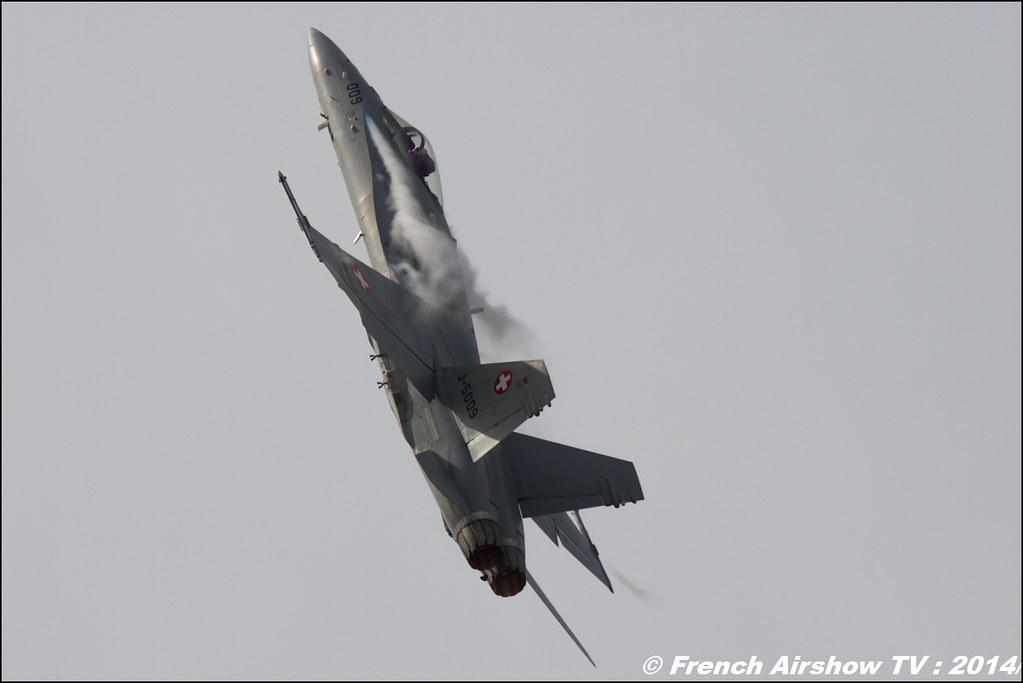 F/A -18 Hornet Solo Display Suisse , Swiss Air Force FA-18 Hornet - SWISS HORNET DISPLAY TEAM , RIAT , Fairford , Royal International Air Tattoo 2014 , Meeting Aerien Air Tattoo , Meeting Aerien 2014
