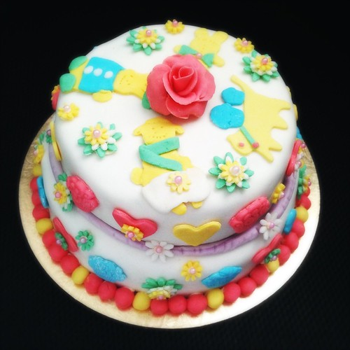 birthday cake, butter cake, buttercream, decorated, double, fanta, Fondant, Little Girl, Pink, recipe, soda pop, tiered, 粉紅色, 翻糖, 蛋糕