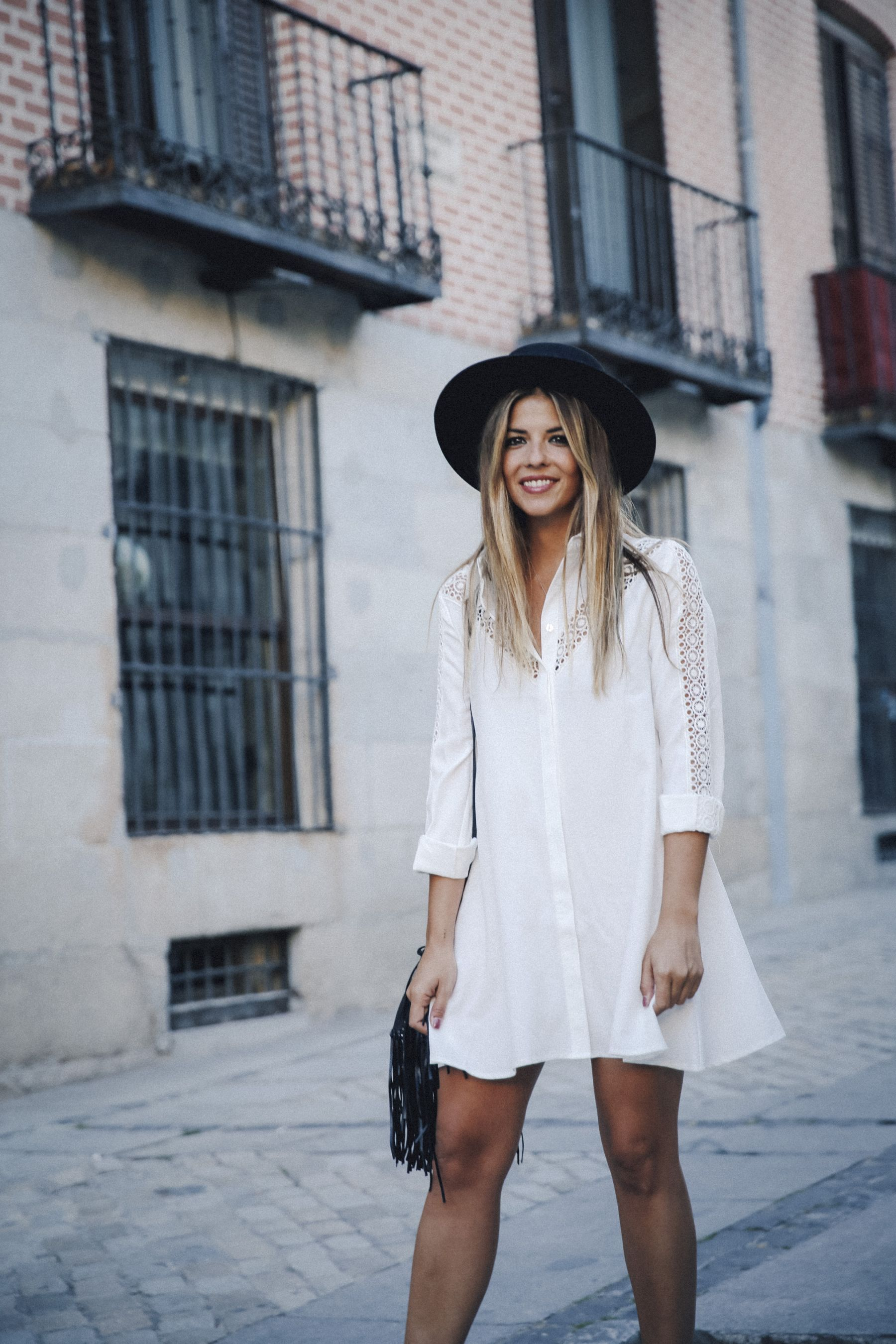 outfit look primavera spring street style trendy taste inspiration dress vestido casual sombrero hat brixton botines ankle boots susanna chloe bolso bag flecos fringes cuero leather asos blanco crochet lace_14