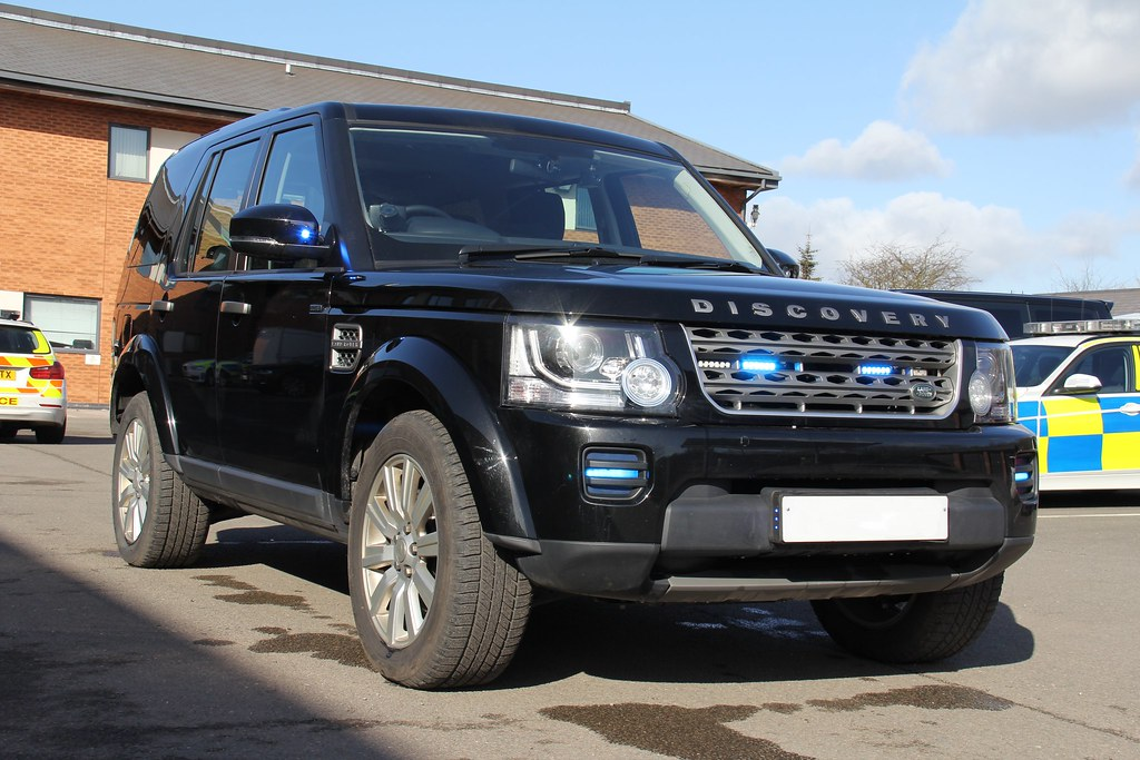 South Yorkshire Police Unmarked Land Rover Discovery 4 Roa