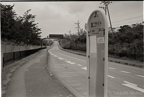 第二ゲイトバス停 / gate #2 bus stop