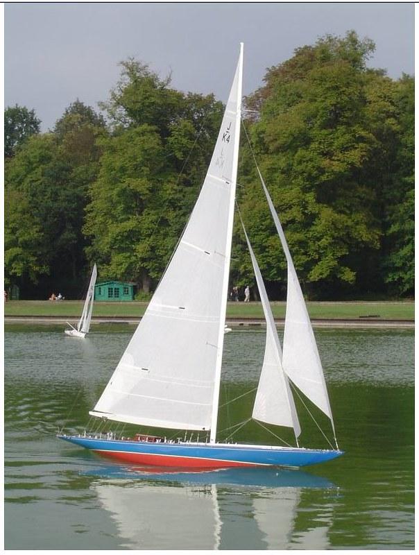 Endeavour sailboat model 17213184165_b93f5b9da7_c
